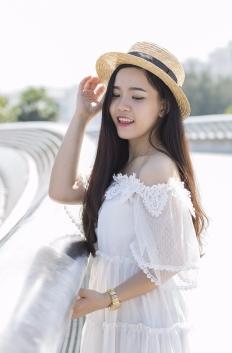 girl-2161200_1920